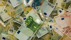 Çeşitli Avro banknotlarının bir arada gösterimi