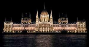 Macaristan Parlamentosu Gece Görünümü - Budapeşte