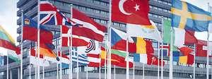 Avrupa Patent Ofisi binası önünde üye ülkeler bayrakları